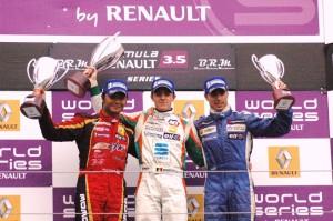 podium-race-1-1-1024x680